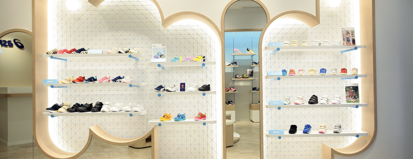search for authentic reasonable price fashionable and attractive package ASICS KIDS GINZA FLAGSHIP STORE | ASICS Japan