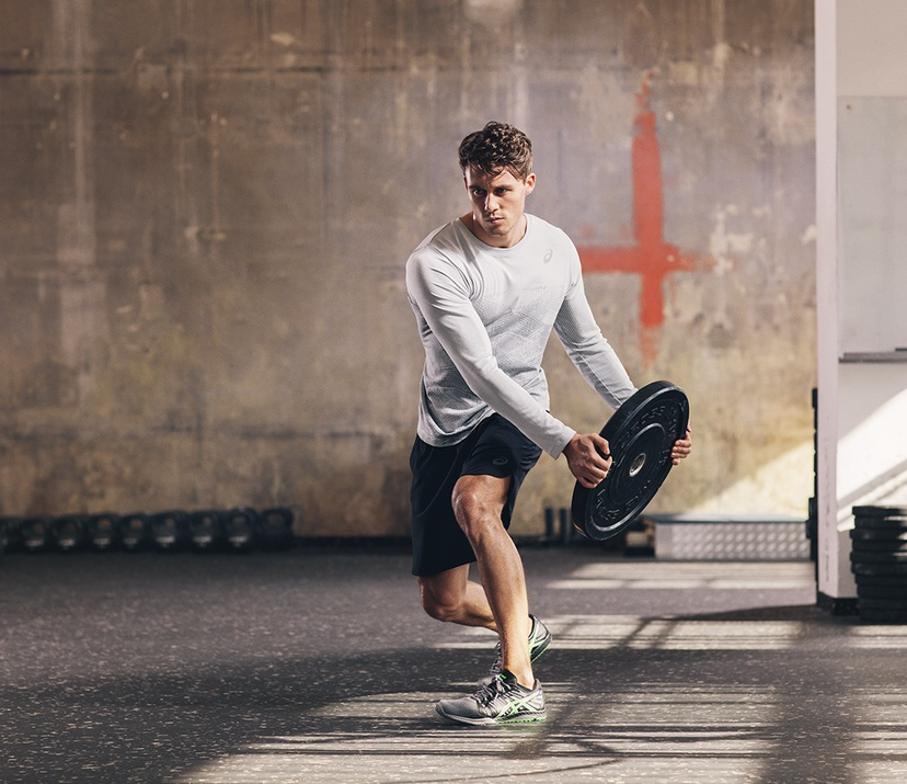 how to improve your running posture - guy swinging weight from side to side