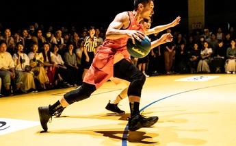 ストリートと3x3。2つのカテゴリーでトップボーラーを務めるK-TAは、どのようにバスケに触れ、誰と出会い、何を考えて現在に至ったのだろう。SOMECITY創設期から「いよいよ、自分の想像を超えたところまでやってきましたね」というSOMECITYのいま、そしてこれからについて語ってもらった。