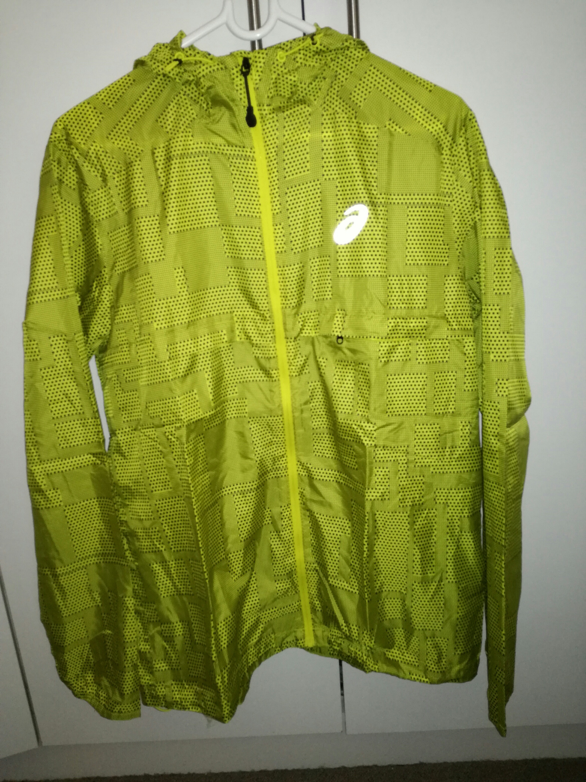 Asics fujitrail packable jacket. S Nwt. Light weighted trail